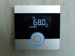 Gewerke Bedienung: SynOhr Multisense Raumtemperaturregler