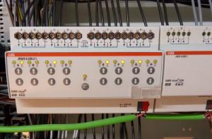 ABB JRA/S 8.230.2.1 8-fach KNX Jalousieaktor auf Hutschiene