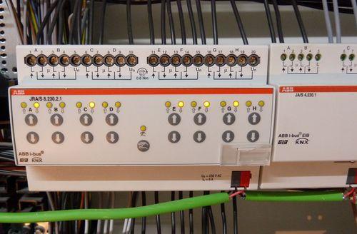 Haussteuerung: ABB JRA/S 8.230.2.1 8-fach KNX Jalousieaktor auf Hutschiene