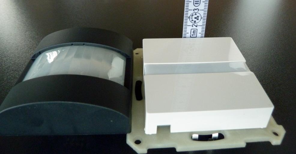 MDT Bewegungsmelder SCN-BWM55.G1 im Vergleich mit Gira Automatik-Schalter